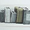 Tapeten: Bric-a-Brac suitcase border, white