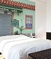 Carniceria-Luisa-Patina-Fassade-Moderne-Muster-FotoTapeten-Blau-Hellgrün-weinrot