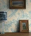 Pheasant-wallpaper,-Blues-on-Cream-Blumen-Tiere-Blätter-Vögel-Äste-Fauna-Florale-Muster-Blau-Creme
