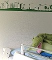 Summertime,-green-Wellen-Bäume-Landschaft-Figuren-Gebäude-Fahrzeuge-Vögel-Wolken-Sonne-Kinder-Flugzeuge-KinderTapeten-Grün-Weiß