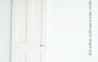 Bild Tapete - Bric-a-Brac suitcase border, white