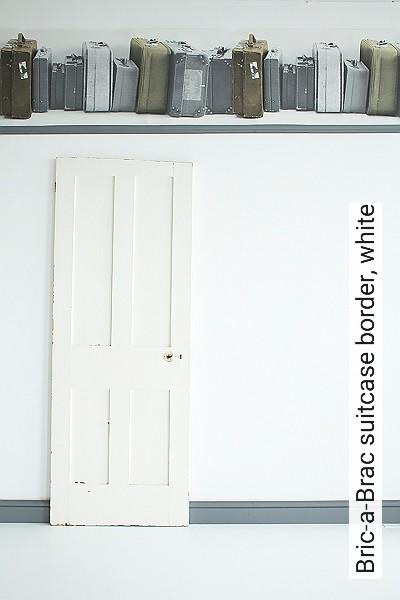 Bric-a-Brac-suitcase-border,-white-Gegenstände-Moderne-Muster-Grau-Braun-Orange-Weiß
