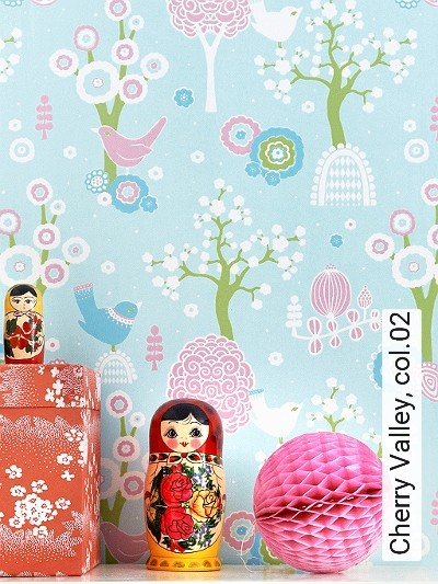 Cherry-Valley,-col.02-Blumen-Bäume-Vögel-KinderTapeten-Grün-Rosa-Weiß-Hellblau