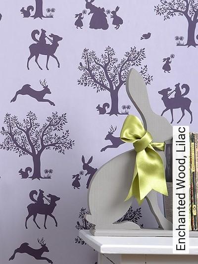 Enchanted-Wood,-Lilac-Tiere-Bäume-Figuren-Fauna-KinderTapeten-Lila-Flieder