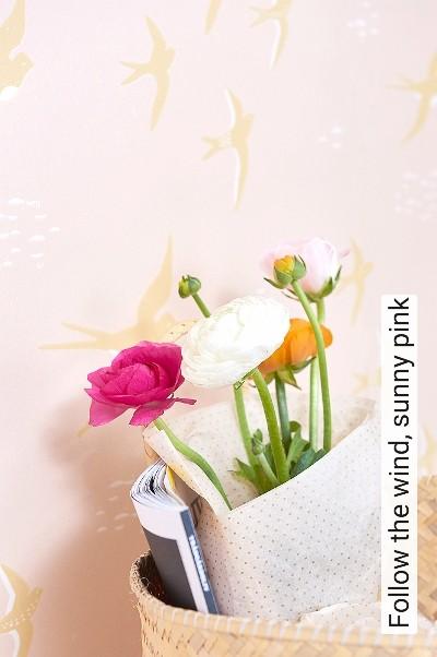 Follow-the-wind,-sunny-pink-Tiere-Vögel-KinderTapeten-Rosa-Weiß-Ocker
