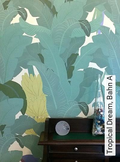 Tropical-Dream,-Bahn-A-Blätter-Früchte-Florale-Muster-Grün-Lila-Creme-Ocker