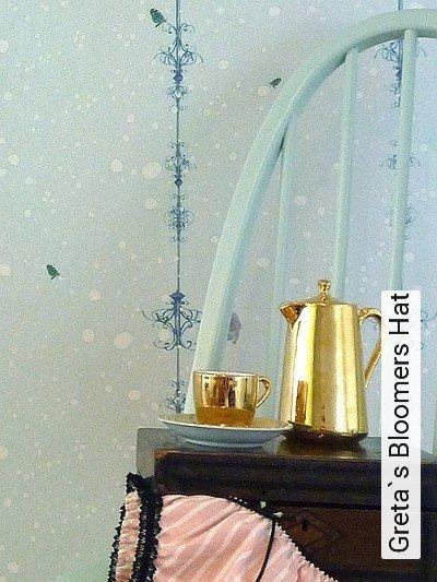 Bild: Tapeten - Greta`s Bloomers Hat